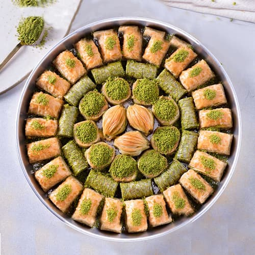 Baklava-special-with-pistachio-on-the-tray-2