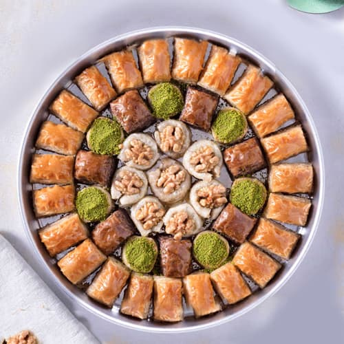 Baklava-special-with-walnut-on-the-tray-2