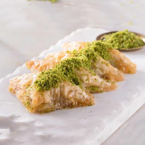 Karakoy-gulluoglu-baklava-sobiyet-with-pistachio-2