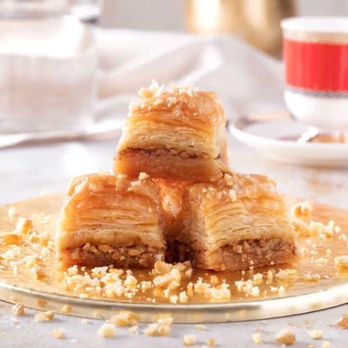 Karakoy-gulluoglu-baklava-with-walnut-2
