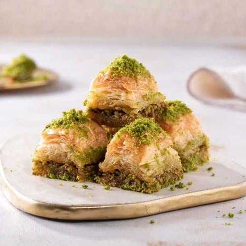Karakoy-gulluoglu-tahan lama-baklava-dengan-pistachio-2