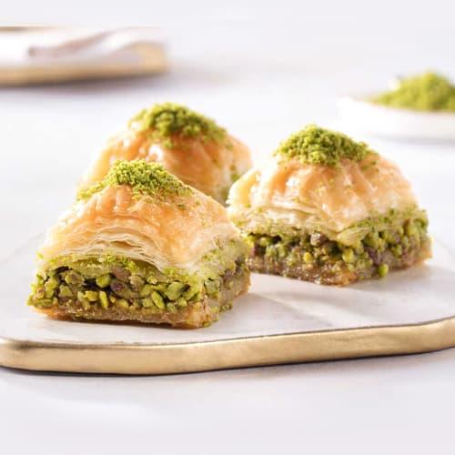 Karakoy-gulluoglu-square-baklava-dengan-pistachio-2