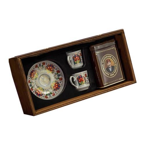 Service à café turc avec double tasse dans une boîte en bois