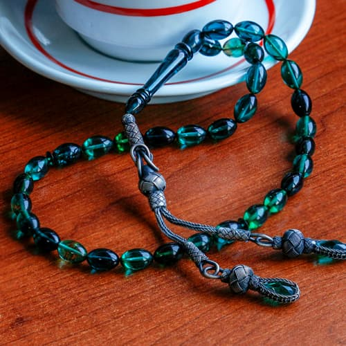 Hand-knitting-castaway-whip-squeezing-amber-rosary