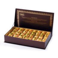 Baklava séchée aux pistaches dans une boîte spéciale
